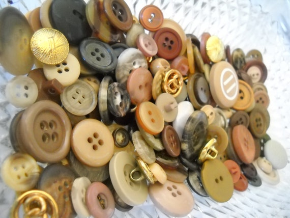 Beautiful lot of vintage buttons --  Lot m05-