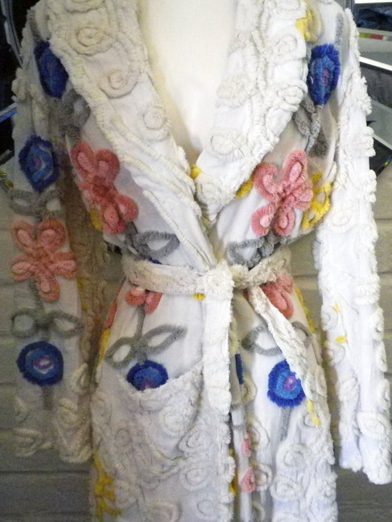 """Vintage 50s colorful """"I Love Lucy"""" style chenille bathrobe"""
