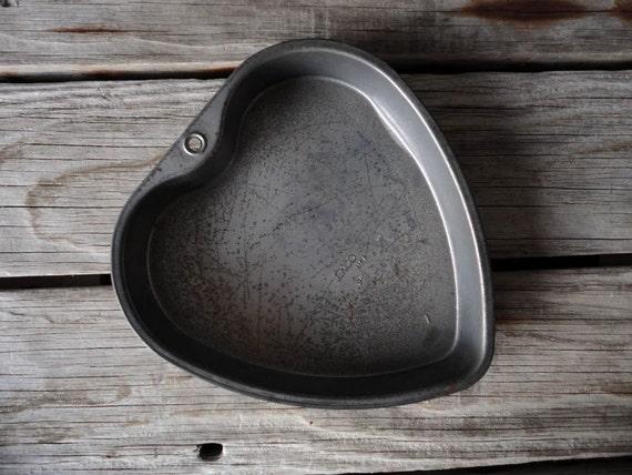 r e s e r v e d Vintage Heart Baking Tin