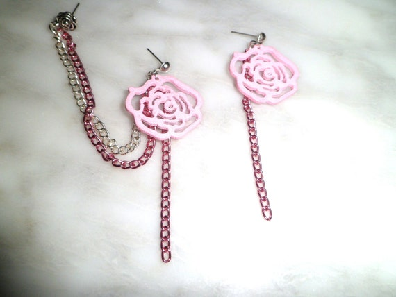 Triple piercing Pair with Pastel Pink Wooden Flower, and Silver and Pink chain, Can be changed to catilage non pierced cuff
