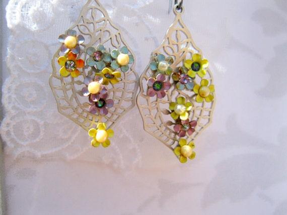 Flower earrings Vintage flower earrings Lacy Silver filigree Dangle Earrings Handmade Shabby Chic Secret Garden Earrings No. 1