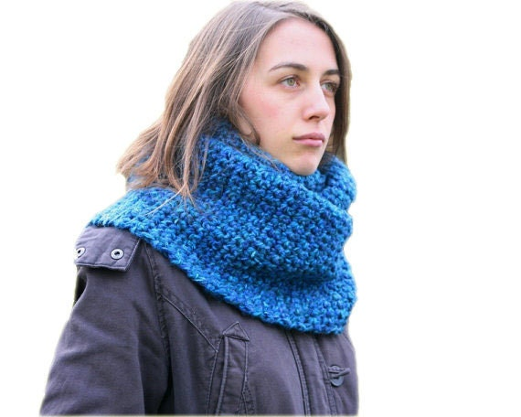 Infinity Scarf in Variegated Blue - Chunky Cowl - Loop Scarf - Winter Fashion - Women and Teens Accessories
