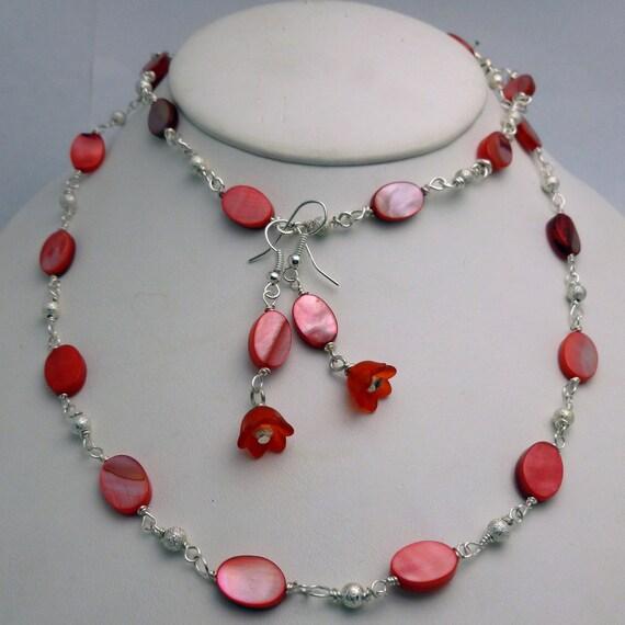 Mother of Pearl Necklace, bracelet, earrings, red, shell, flower