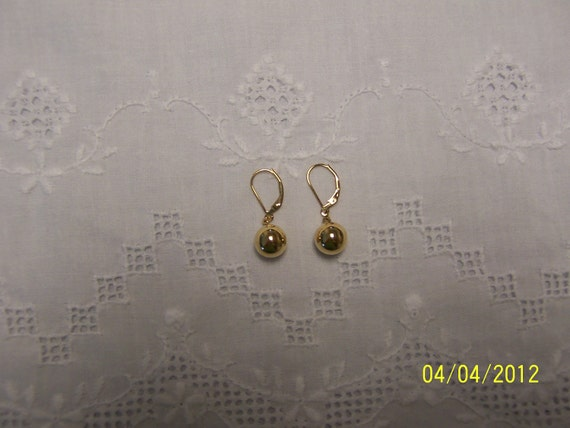 REDUCED. Vintage Ball Dangle Earrings. 14KT Yellow Gold Over Sterling Silver.