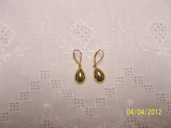 REDUCED. Vintage Pear Dangle Earrings. 14kt Yellow Gold Over Sterling Silver.