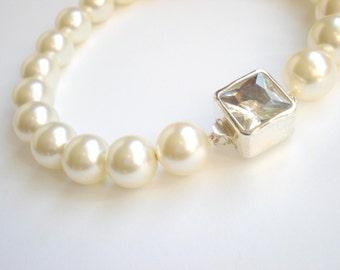 Classic Ivory Bridal Pearl Bracelet...  Large Ivory Pearl Mod Rhinestone Clasp
