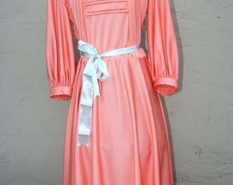70s peach pink long sleeved dress. Size medium 6-8