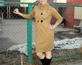 1980s brown turtleneck sweater dress with leaf print embroidery. Size medium 4-6-8