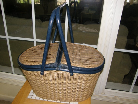 Picnic Basket Beautiful Wicker and Bentwood Picnic Basket with Goodies,,, I Help with Shipping