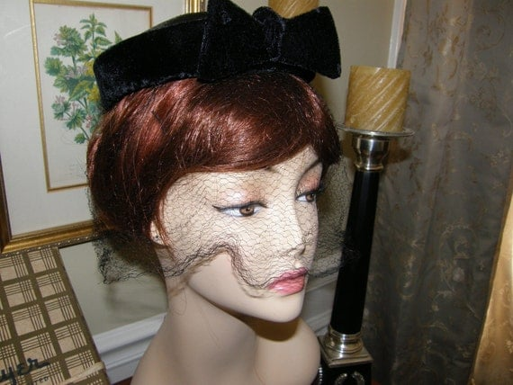 Vintage Ladies Cocktail Hat Fascinator Gus Mayer with Box and Hatpin Gorgeous Black Double Bows and Lovely Veil