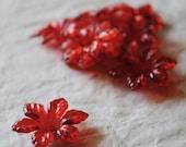 Red plastic flower beads - Perline a fiore di plastica rossa