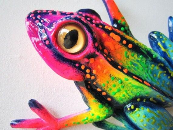 Frog wall sculpture