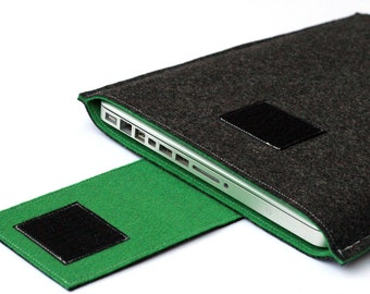 15 inch Macbook Pro Sleeve, MacBook Pro Cover - Dark Gray & Green - Weird.Old.Snail