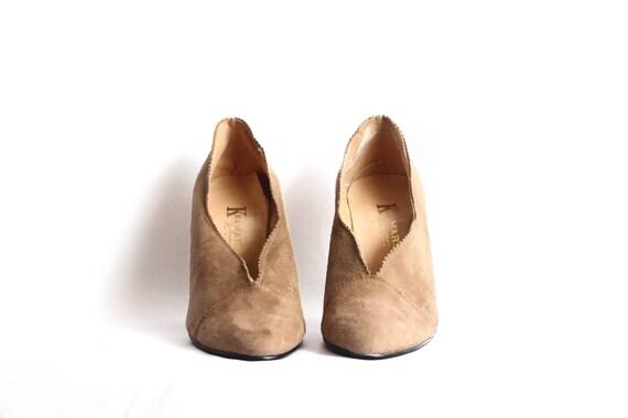 Light Brown Suede Pumps // Stacked Wooden Heel in Womens 7.5-8 Narrow