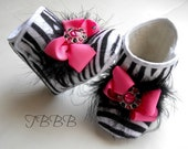 Zebra baby crib boot . Baby Girl soft sole booties,Girl boots with pink bow and feathers.