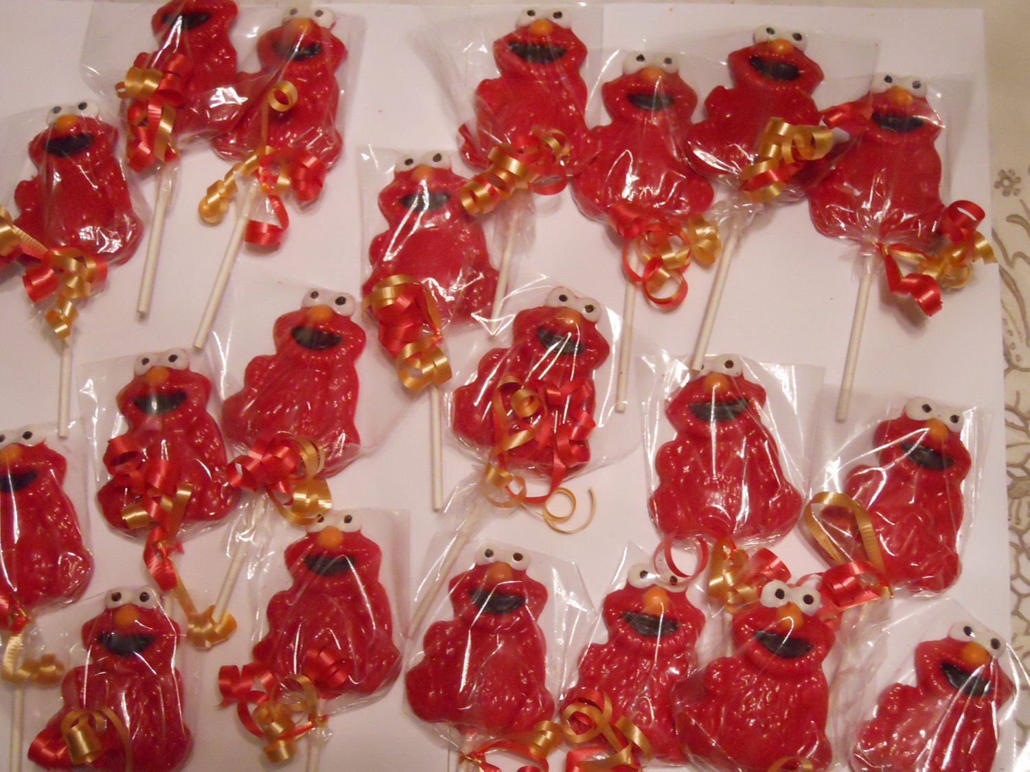 Elmo Lollipops Are Perfect Christmas Favors For Kids Photo Credit
