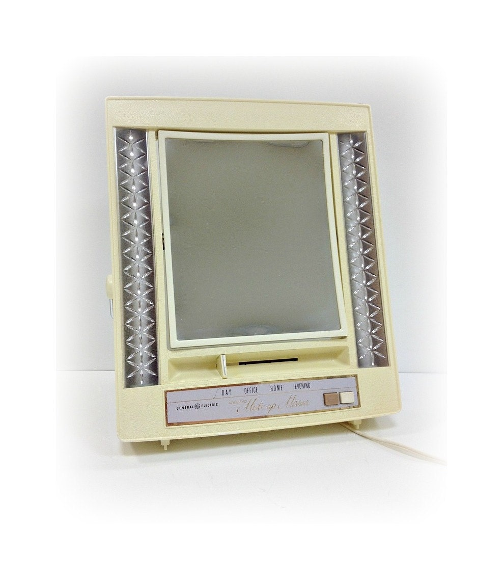 Lighted Make Up Mirror General Electric