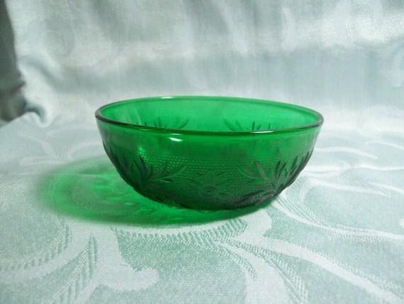 Green Sandwich Glass Berry Bowl