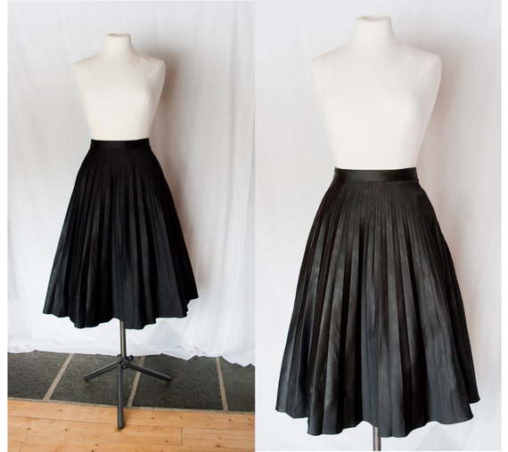 Reserved for chen vainrub.. Save the best for last // Vintage Accordion Pleated Skirt