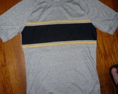 Vintage '70s Grey KENNINGTON Men's T Shirt w/ Stripe and ribbed sleeves size Medium Deadstock