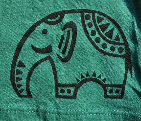 Kelly Green Boyfriend V-Neck T-shirt with Screen Printed Black Elephant - Women's Size M