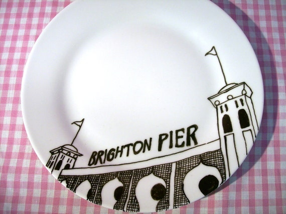 Illustrated Brighton Plate in porcelain featuring a Hand Drawn illustration of Brighton Pier