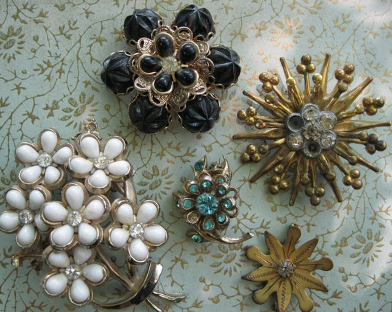 Lot of Vintage Gold Toned Brooches for REpurposing.
