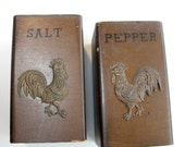 Wooden Salt Pepper Shaker with Metal Roosters