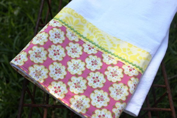Sweet Kitchen Towel (tea, kitchen towel), housewarming or birthday gift, cottage chic in pink and yellow