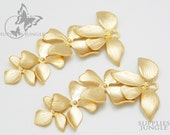 P016-MG// Matt Gold Plated Fourfold Flower Pendant, 2 pcs