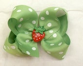 Hair bow single layer with strawberry center