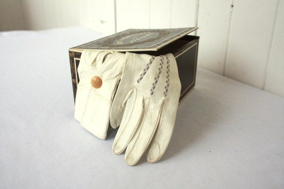 Vintage Leather Gloves Fashion Cream with Blue Embroidery