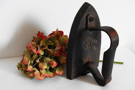 Cast Iron Antique Sad Iron French