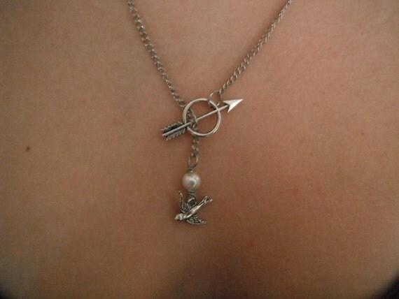 The Hunger Games - Katniss Mockingjay Pin Archery Necklace