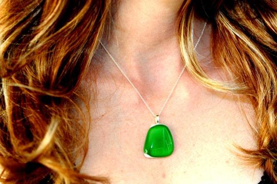 Green Necklace - Green Pendant - EMERALD GREEN