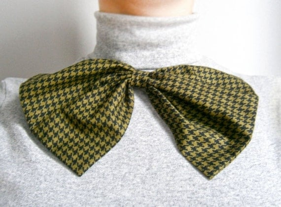 SALE Oversize bow brooch  Green and black houndstooth print  Big bow Ready to ship Holiday sale Gift under 10 Valentine's day