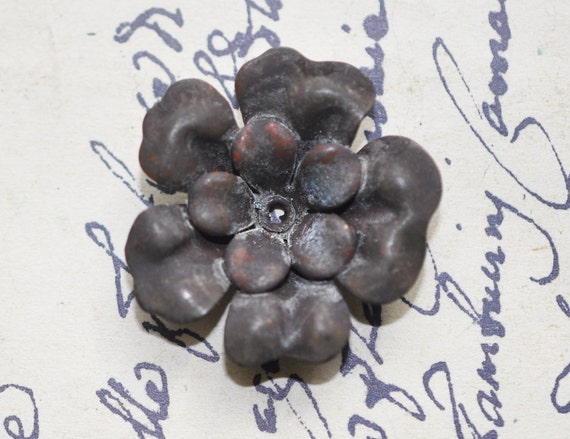 Small three layered tea rose stamping, black patina
