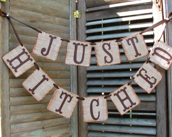 Just Hitched Wedding Burlap Banner, Recién Casados, Just Married Banner, Rustic Wedding Decor, We Eloped Sign, Wedding Car Sign, Barn Decor