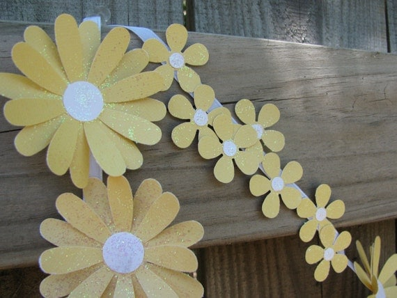 Mellow Yellow Paper Daisy Chain, Sweet Paper Flowers, Wedding, Tea Party, Bridal Brunch, Baby Shower Decor, Spring Floral Garland