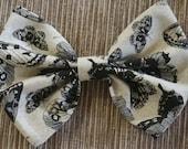 Moth Print Bow