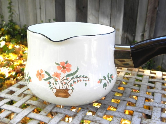 Vintage Enamelware Countryside Collection Heat and Pour Pan