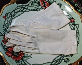 Vintage White Gloves with Star Pattern on Side