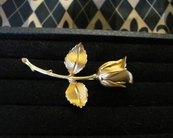 Vintage Gold Rosebud Classic Brooch with etched design Fashion Style Pin