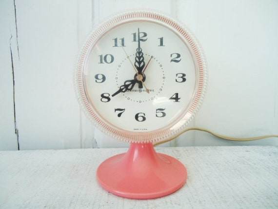 Vintage General Electric - Pink Pedestal Clock - 1950s Kitsch Electric Clock