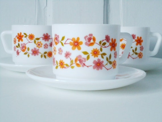 French Pyrex Flower Power 60s Arcopol Glass Teacups and Saucers