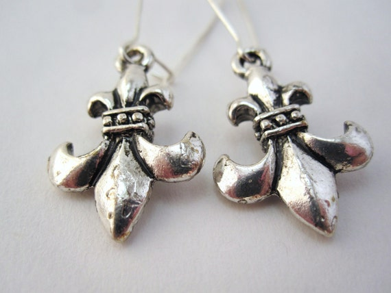 Fleur de Lis earrings in antique silver