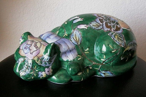 "KUTANI CAT Moriage Japanese / 10-1/2"" Vintage Green Sleeping Porcelain Cat"