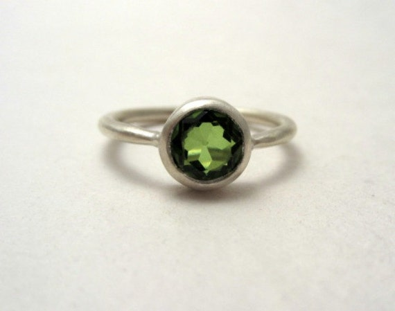 Peridot and Sterling Silver Ring, Modern and Minimalist, August Birthstone, Size 7 1/2, Perfect Gift