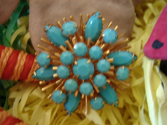 Stunning Vintage Turquoise and Gold Brooch