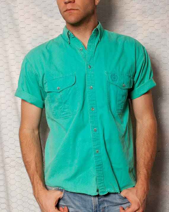 Cool Short Sleeve Button Up - 2 Front Pockets - NUOVO - M